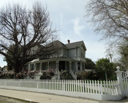 Picket fence beauty in Downtown Hollister