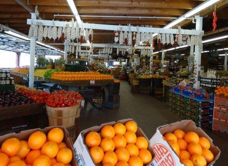 Casa de Fruta - a California landmark