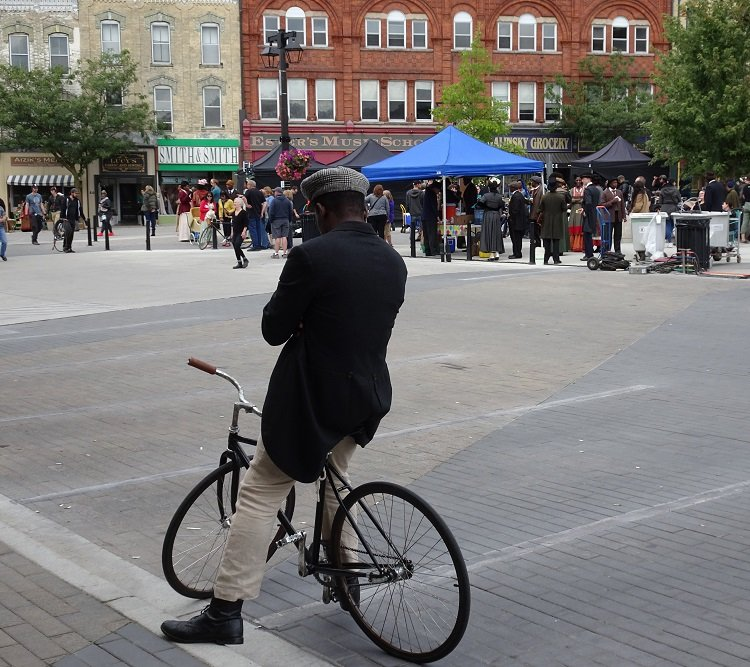 1919 bicyclist