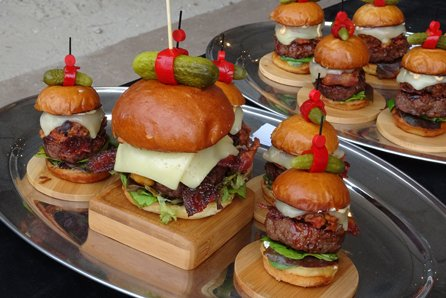 Primary and sample burger dishes.
