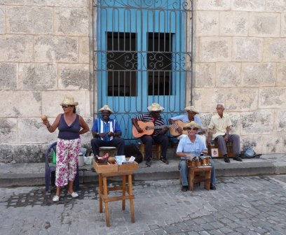 Musicians in the plaza