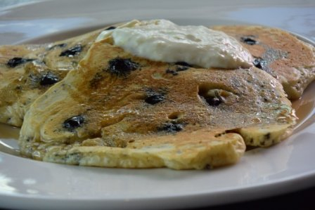 Quinoa pancakes with blueberries & lemon curd