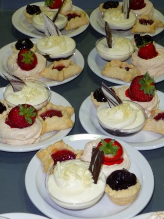 MA Chatham Kent Table 2013 dessert (2)